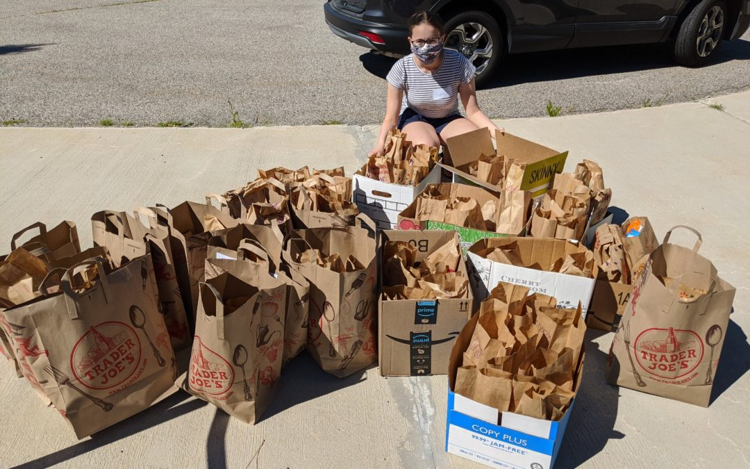 KS Teens Create Snack Bags for Open Table